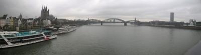 Panorama des Rhein in Köln, von der Deutzer Brücke gesehen.