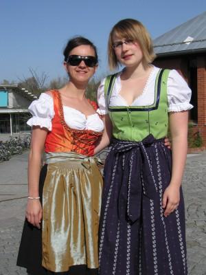 Anja Pfeffermann und Anette Purucker (vlnr) vom Debattierclub Bayreuth, Cheforganisatorinnen der Süddeutschen Meisterschaft 2011.