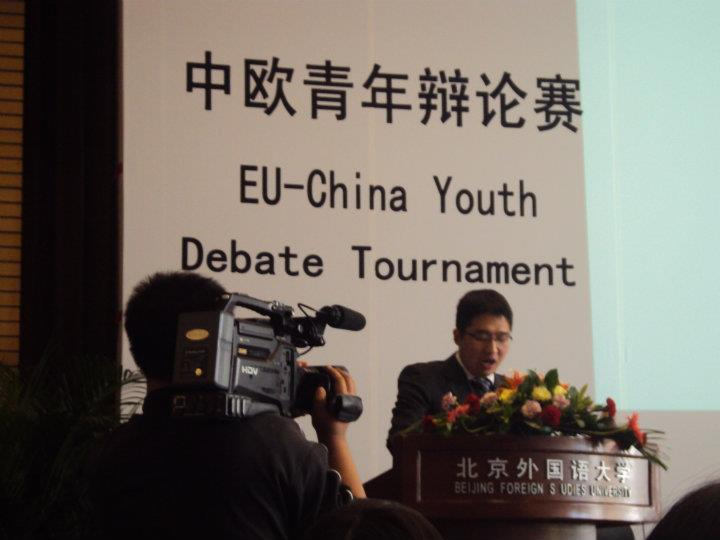 Yiming Zhangbeing filmed at the finals1